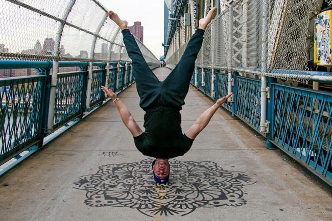 完美的靜止瞬間:攝影師在地標景點前捕捉各種「瑜珈姿勢」! 27
