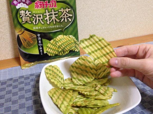 Green tea chocolate-covered potato chips arrive in Japan! 1