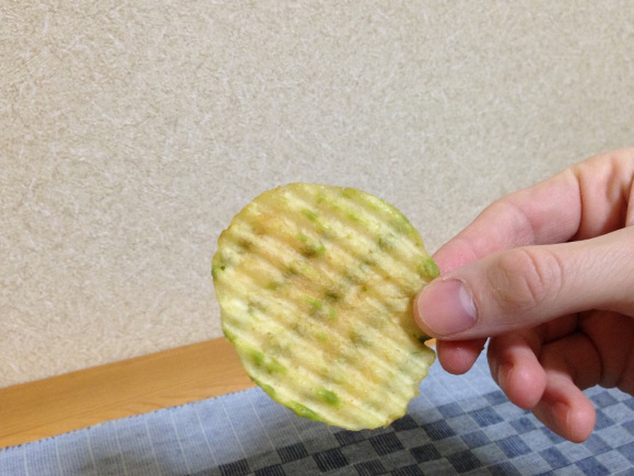 Green tea chocolate-covered potato chips arrive in Japan! 5
