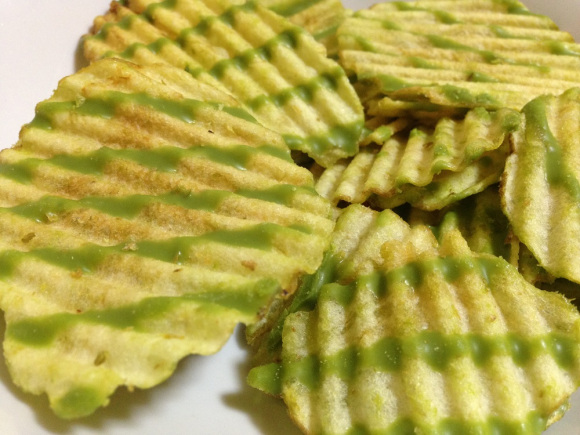 Green tea chocolate-covered potato chips arrive in Japan! 6