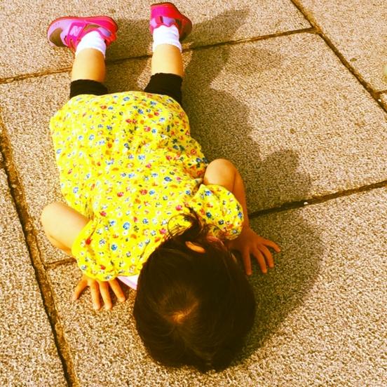 萌與治癒!日本全國孩子被媽媽們拍下斷電的一刻 1
