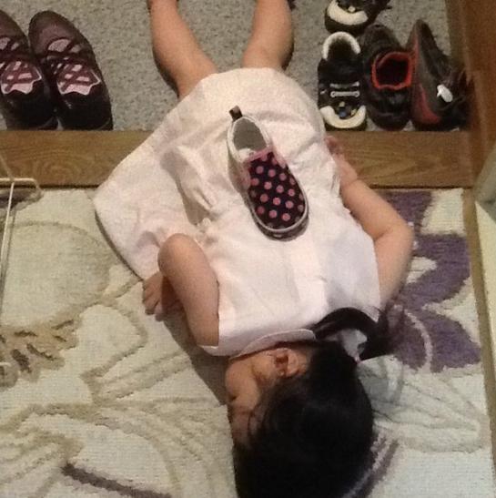 萌與治癒!日本全國孩子被媽媽們拍下斷電的一刻 6