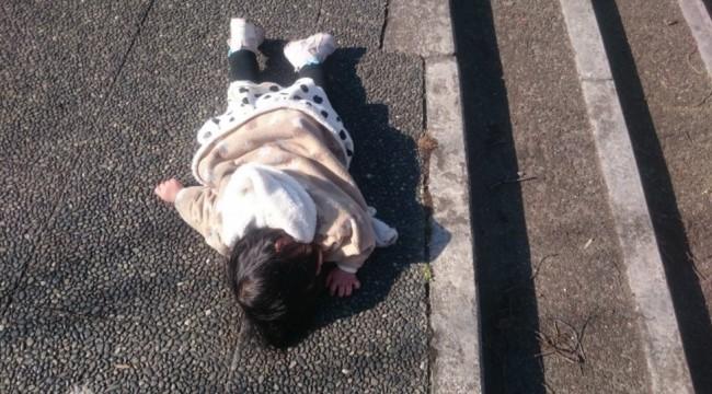 萌與治癒!日本全國孩子被媽媽們拍下斷電的一刻 7