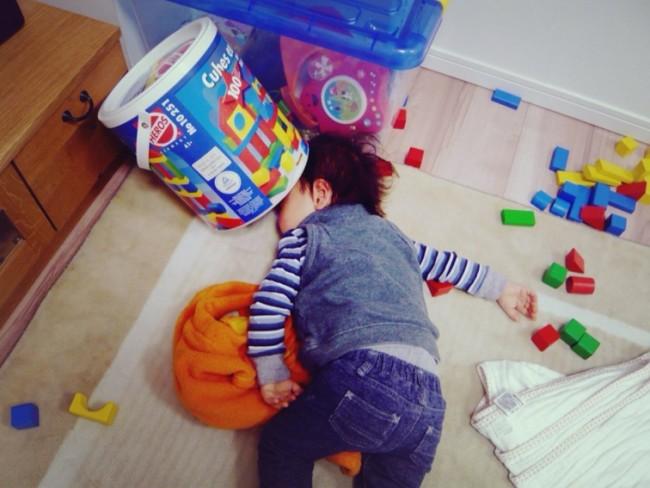 萌與治癒!日本全國孩子被媽媽們拍下斷電的一刻 10