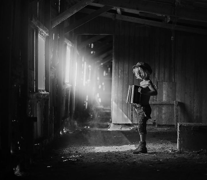 將彩色的童年以黑白畫面呈現,B&W Child 攝影大獎得主宣揚童年能量 8