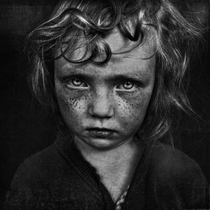 將彩色的童年以黑白畫面呈現,B&W Child 攝影大獎得主宣揚童年能量 11