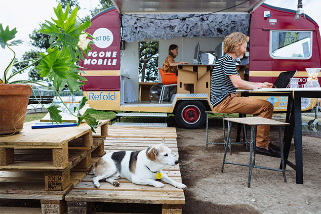 These Architects Wanted To Work Outside, So They Made A Mobile Office In A Caravan 7