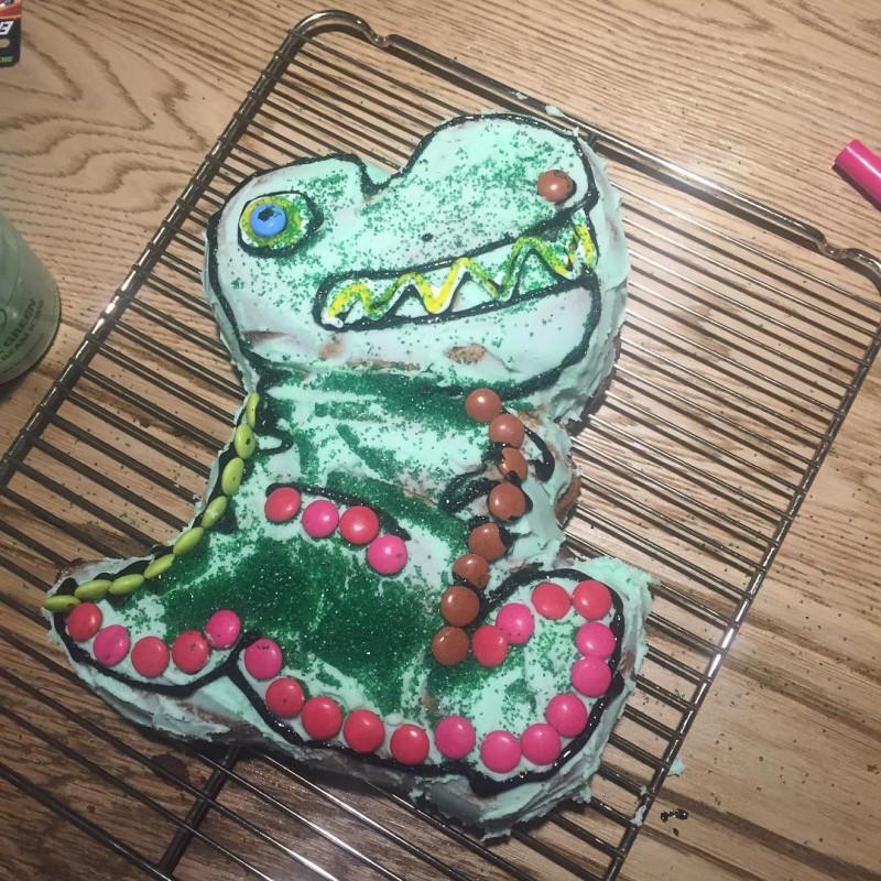 沒有女兒喜歡的生日蛋糕,雷神老爸 Chris Hemsworth 決定自己動手做! 6