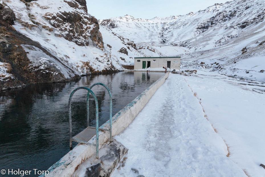 Seljavallalaug:冰島的山谷裡藏了一個絕美的秘密游泳池 2