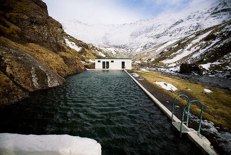 Seljavallalaug:冰島的山谷裡藏了一個絕美的秘密游泳池 5