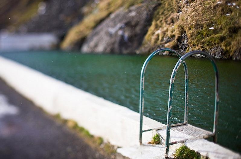 Seljavallalaug:冰島的山谷裡藏了一個絕美的秘密游泳池 8