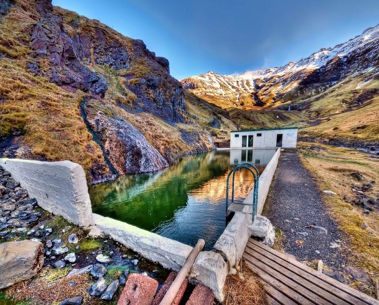 Seljavallalaug:冰島的山谷裡藏了一個絕美的秘密游泳池 9