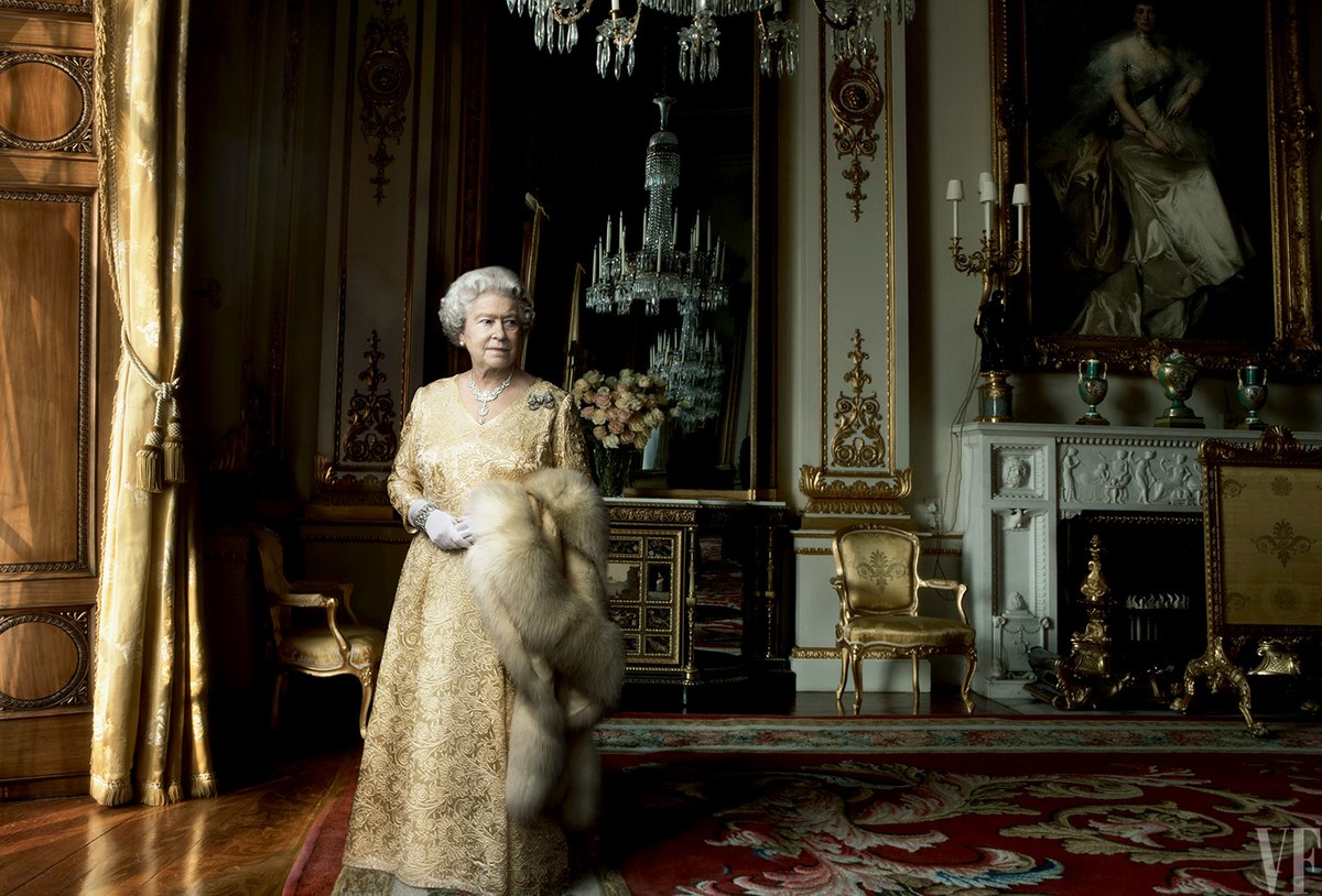 The Queen turns cover girl! 5