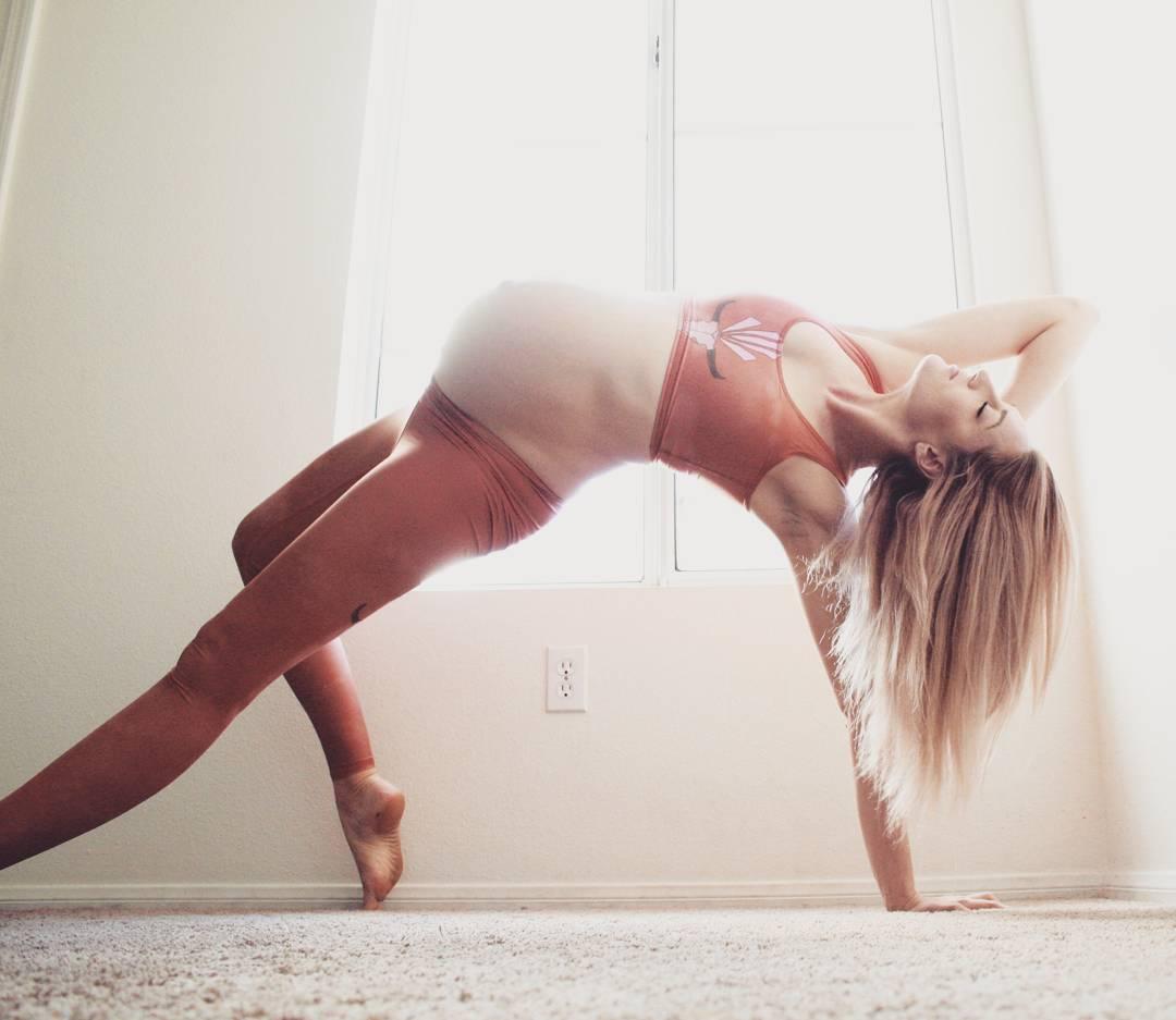 這些難以置信的優美瑜珈體式,背後竟有一段令人鼻酸的療癒故事 4